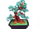 Дерево с натуральными камнями